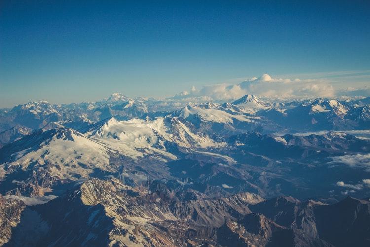 Montanhas da Cordilheira dos Andes ficam cobertas de neve no inverno. Foto: Caio Bandeira