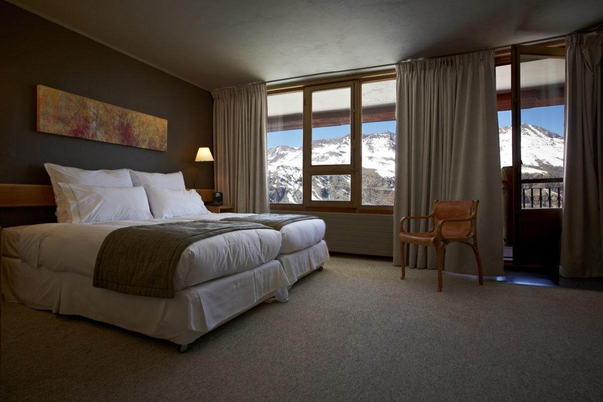 Quartos de luxo têm vista para as montanhas. Foto: Divulgação