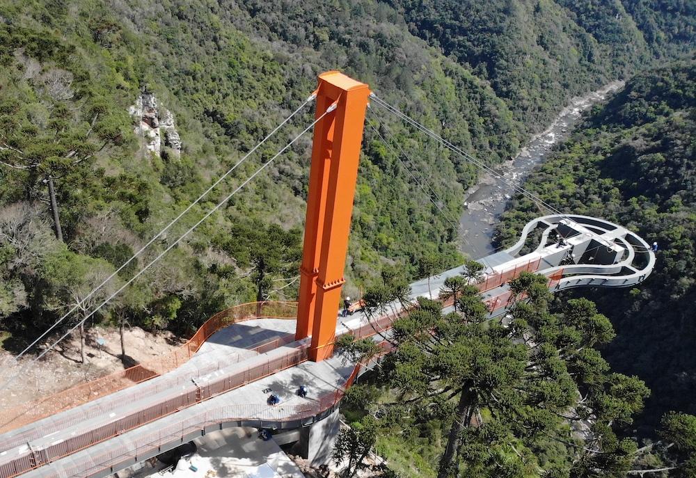 vista aérea da ponte de vidro do Skyglass em canela