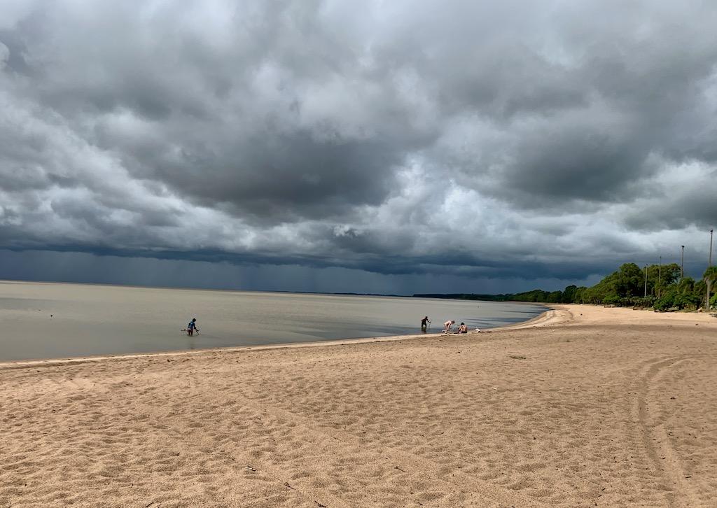 beira da praia em arambaré