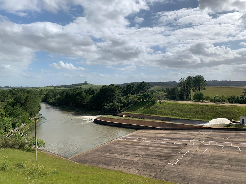 vista de reservatório de água na barragem do arroio duro