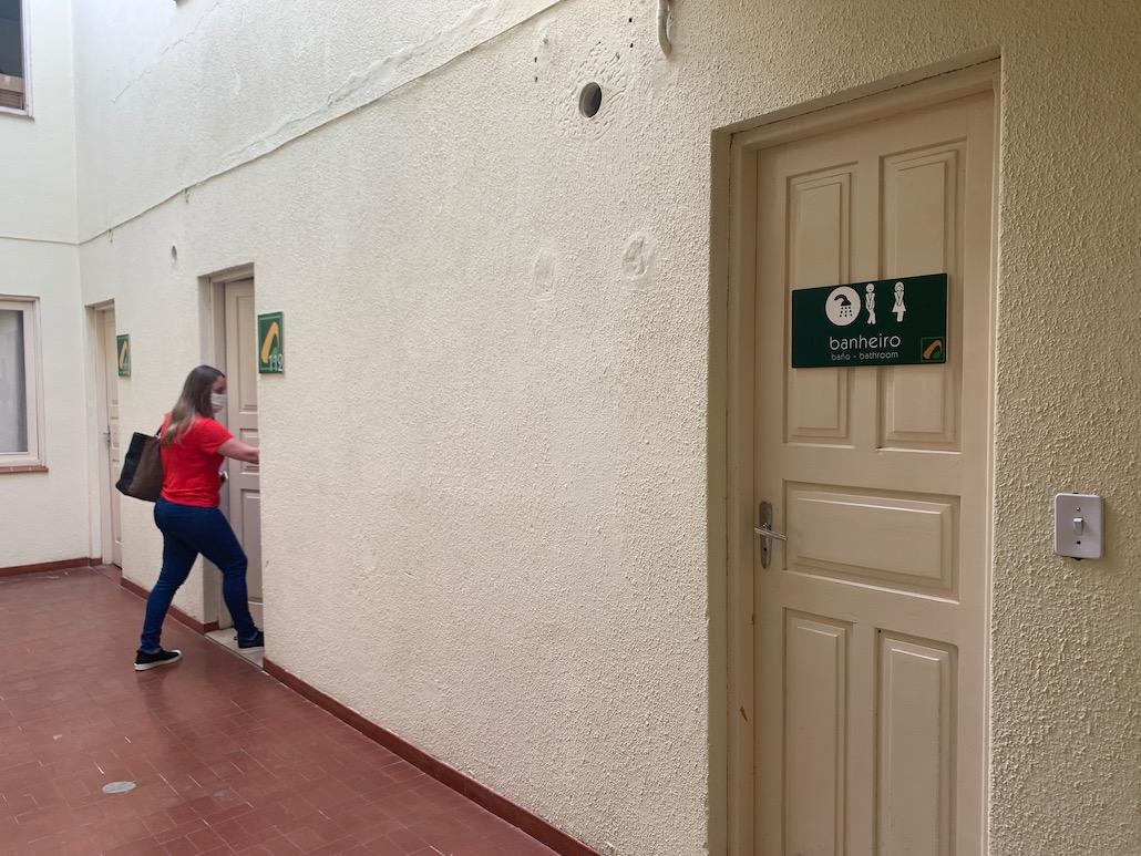 porta do quarto do hotel pedra bonita