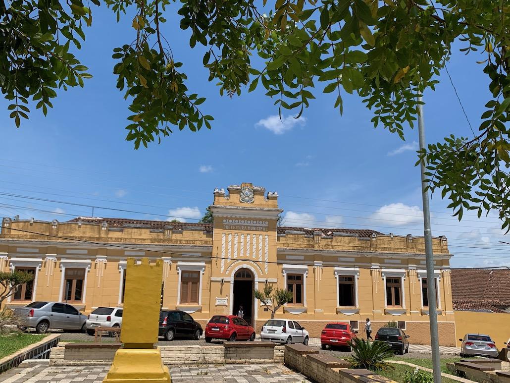 fachada da prefeitura de piratini