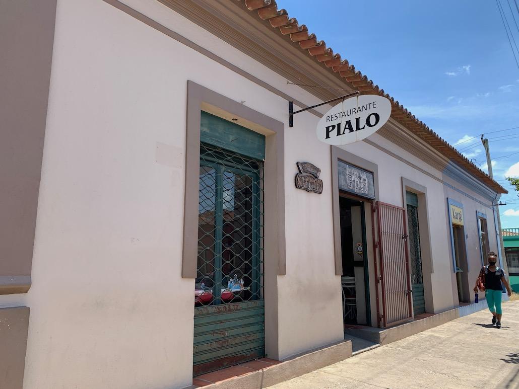 fachada de restaurante pialo