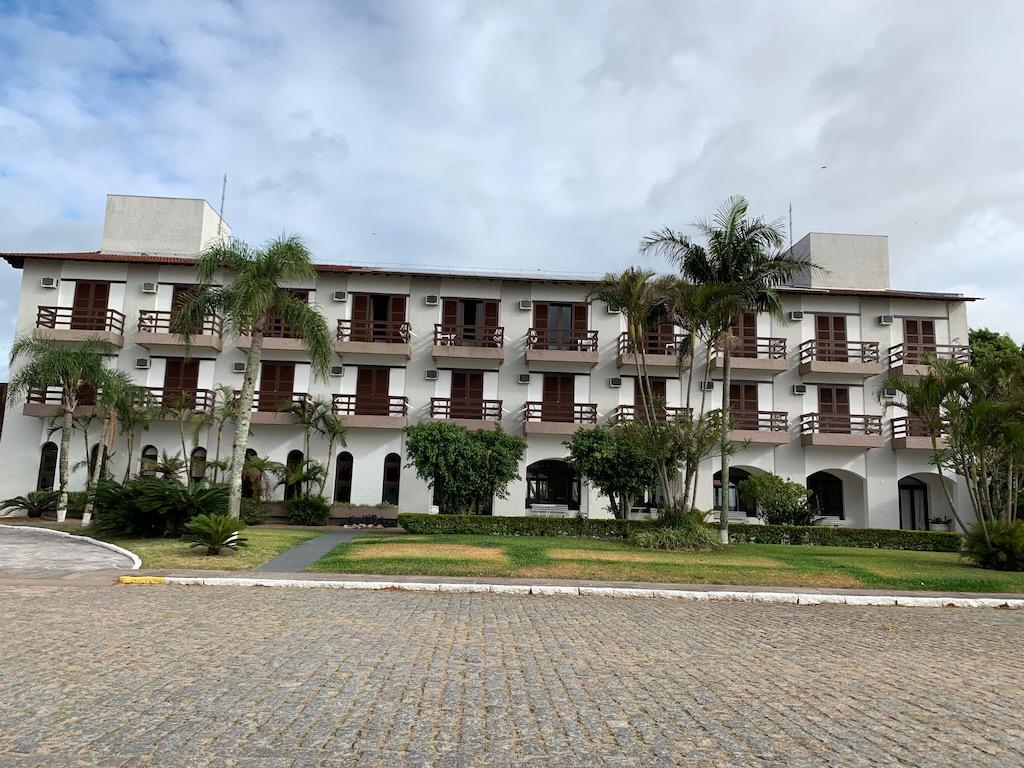 fachada do hotel das figueiras