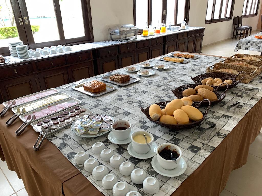 mesa de café da manhã de hotel