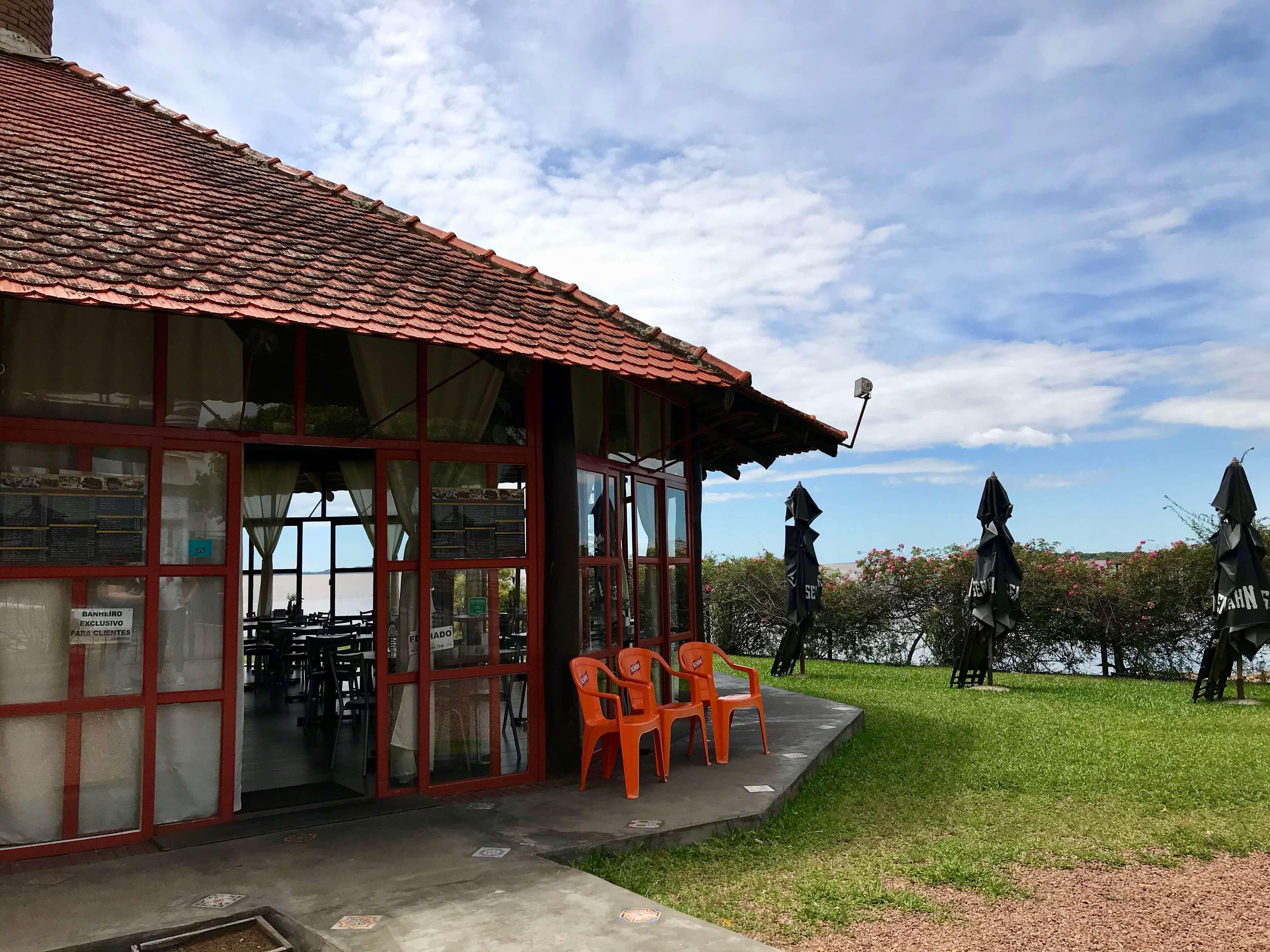 restaurante em frente ao rio guaíba
