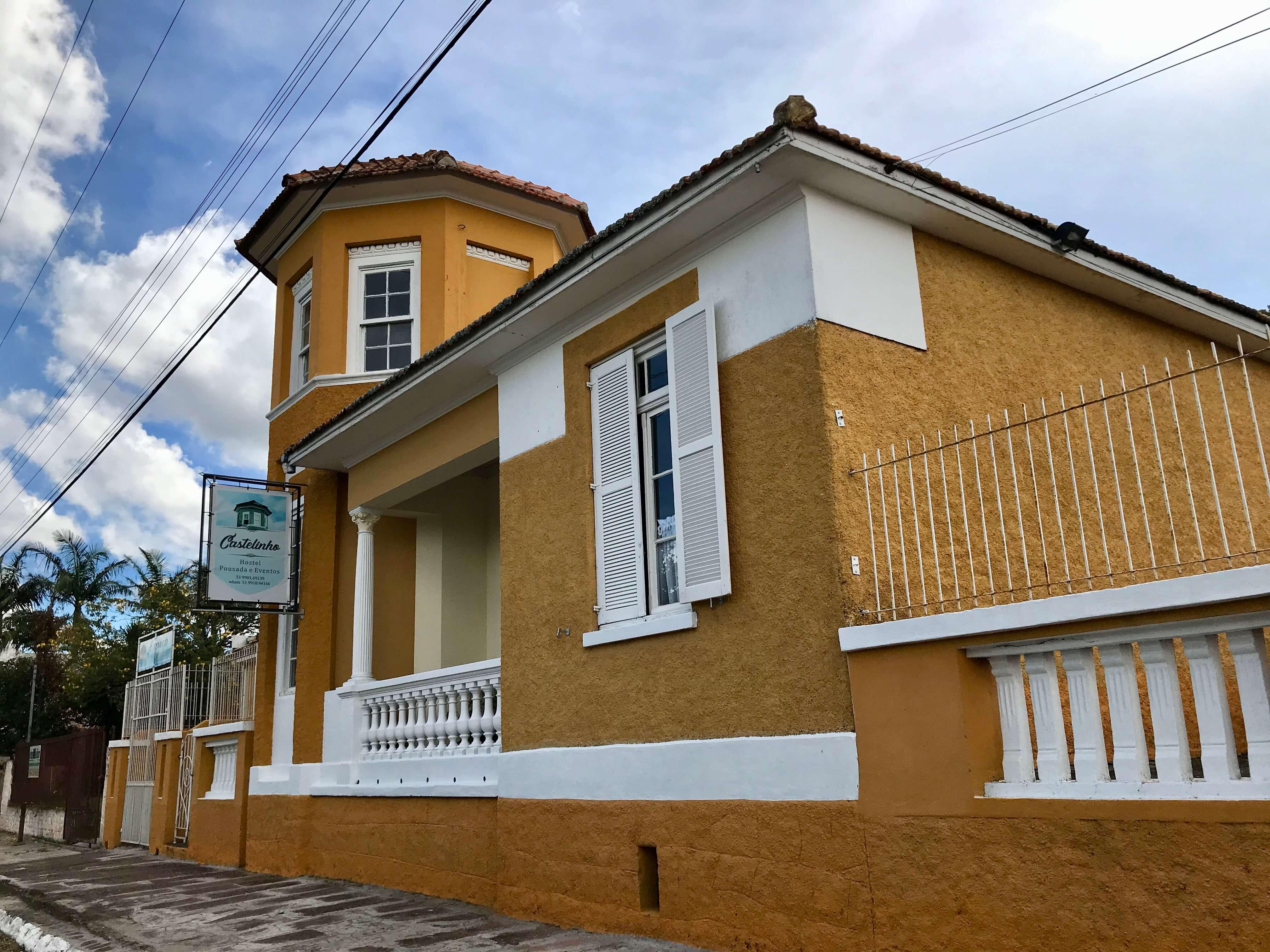 fachada do hostel castelinho