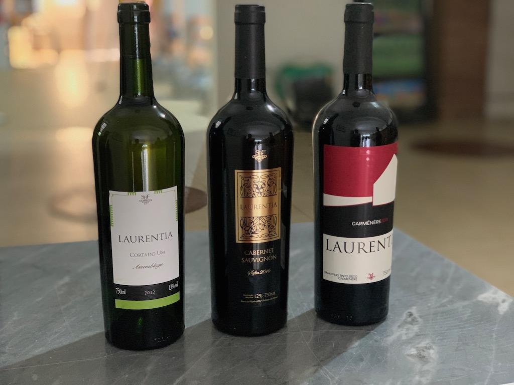 garrafas de vinho da vinícola laurentia