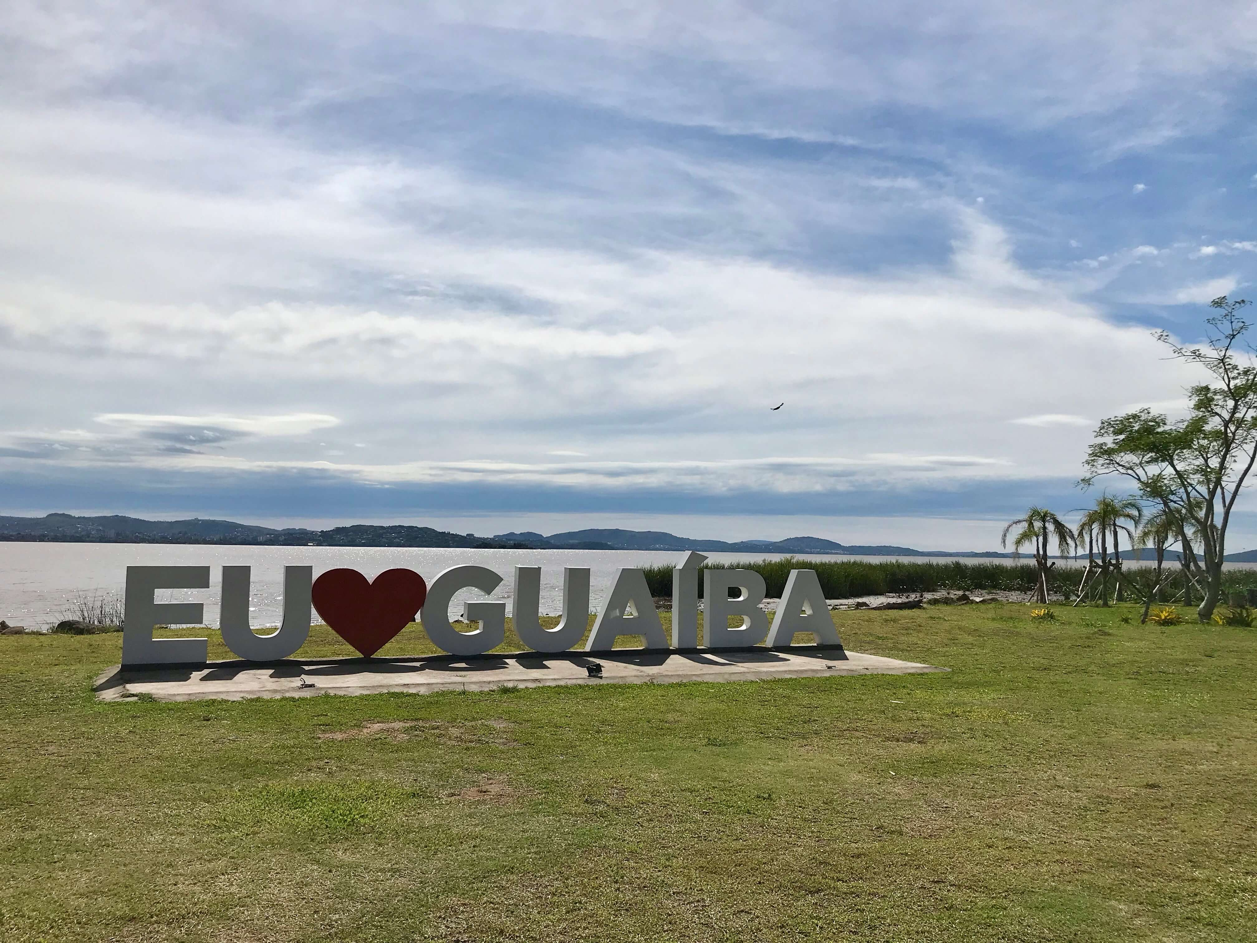 monumento Eu Amo Guaíba na orla