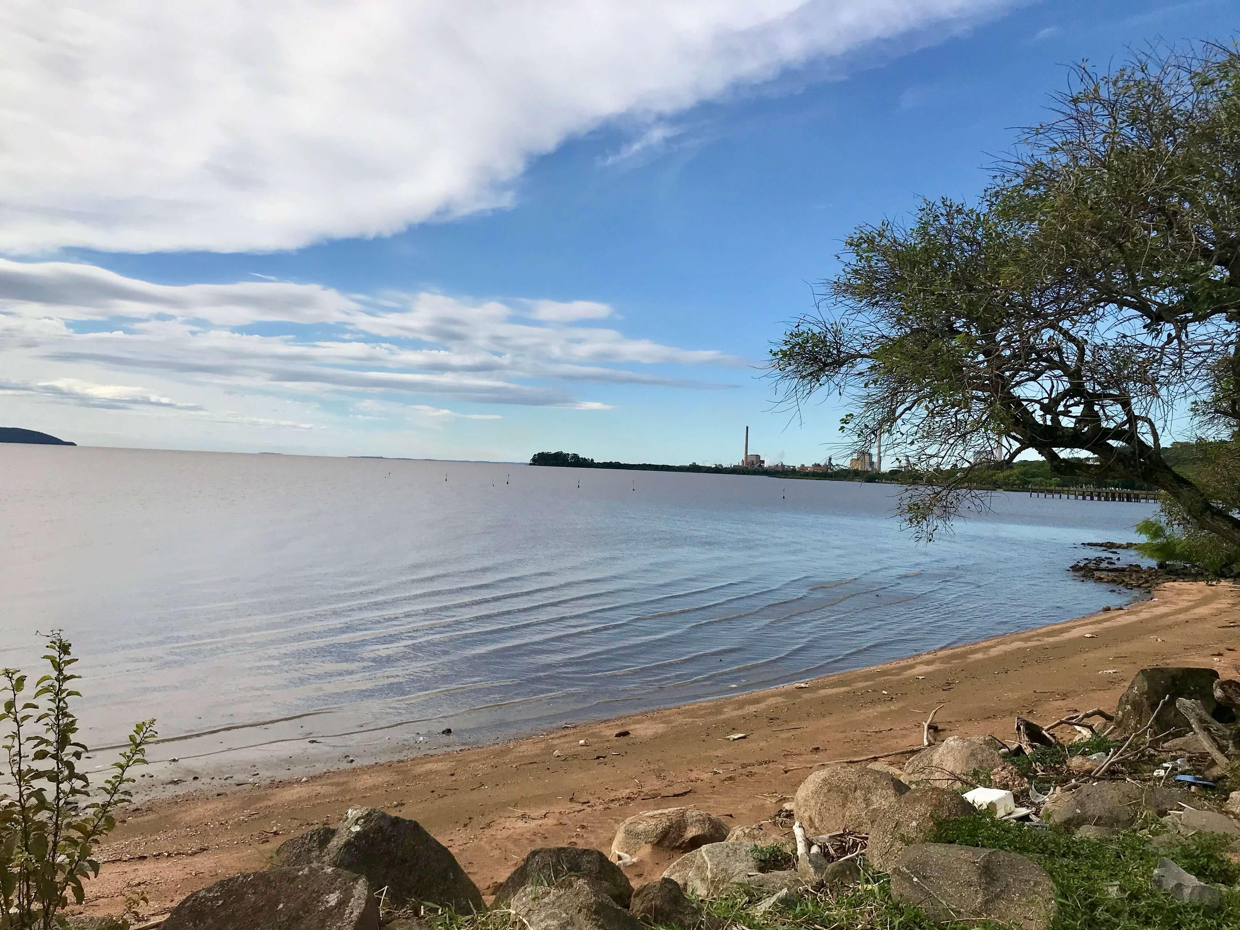vista da orla do rio guaíba