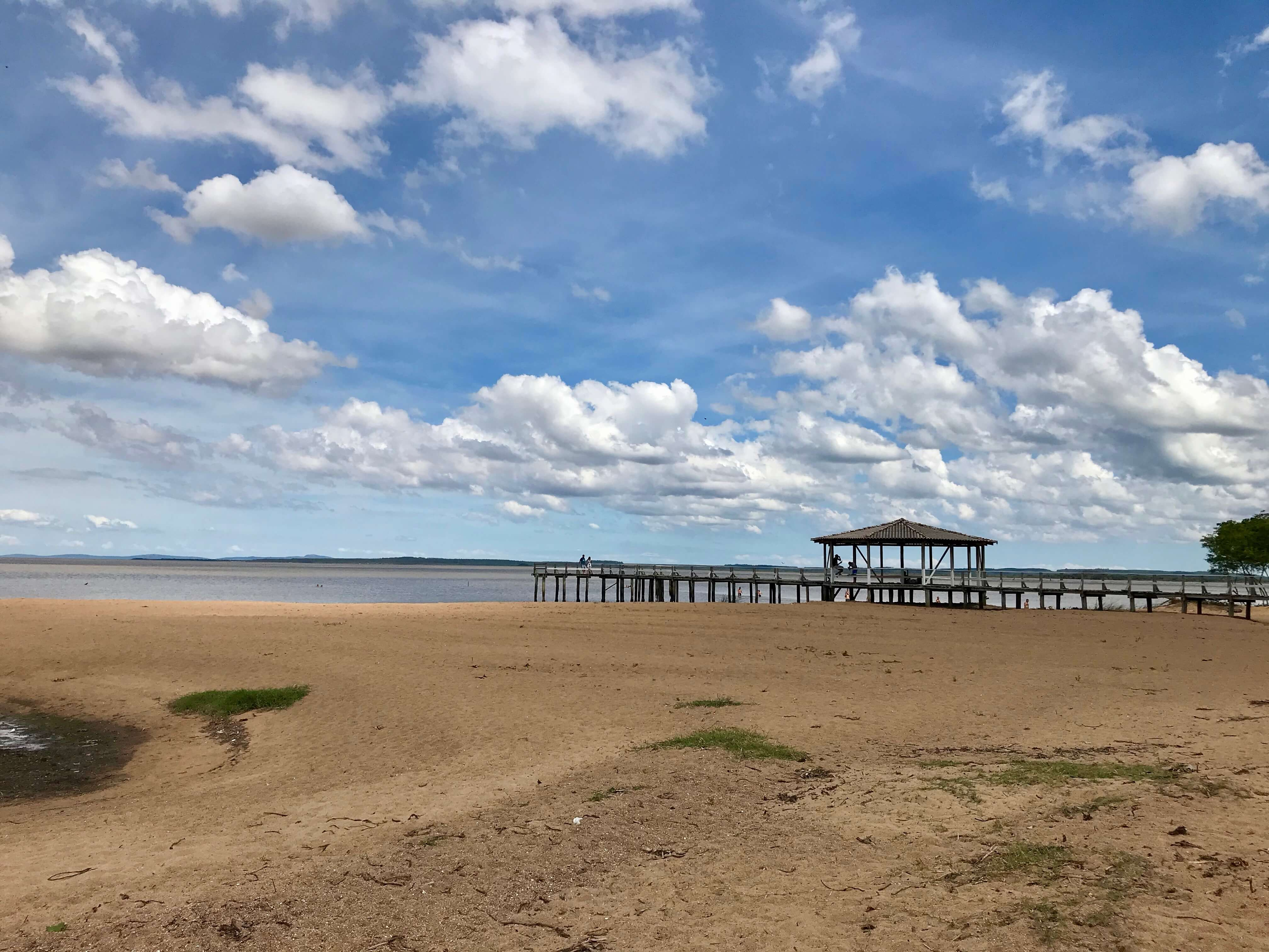 vista do trapiche na praia da picada