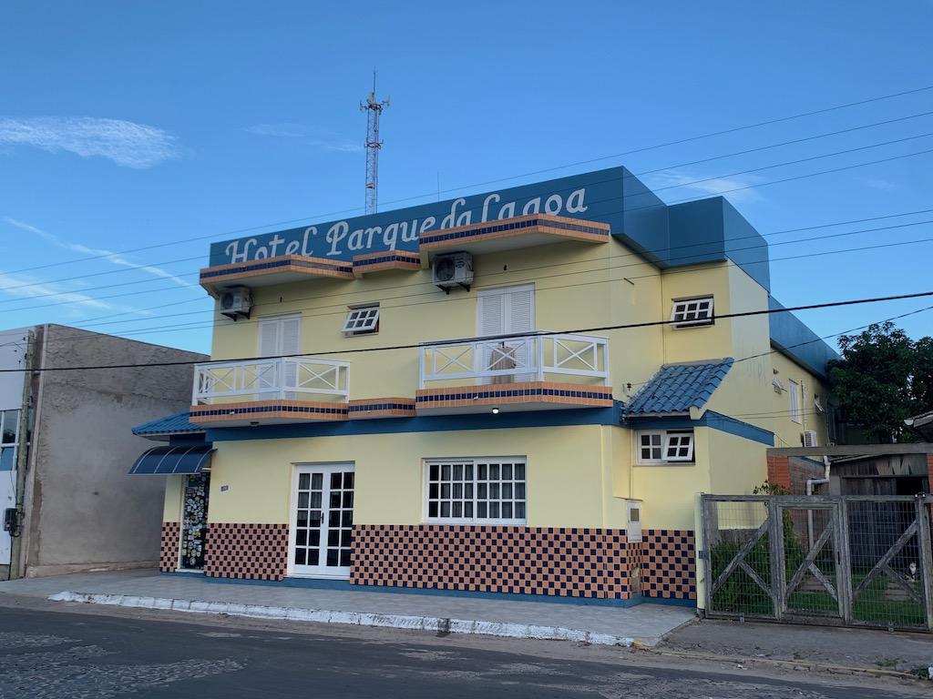 fachada do hotel parque da lagoa