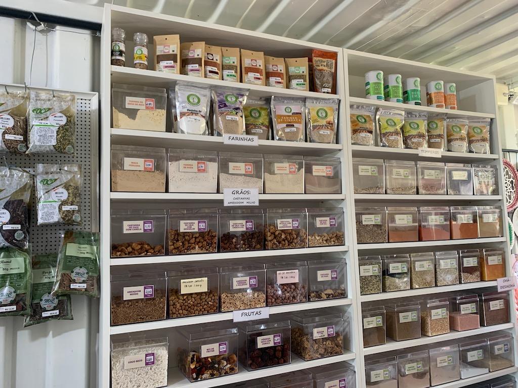 grãos, temperos e chás vendidos pelo quiosque Muller