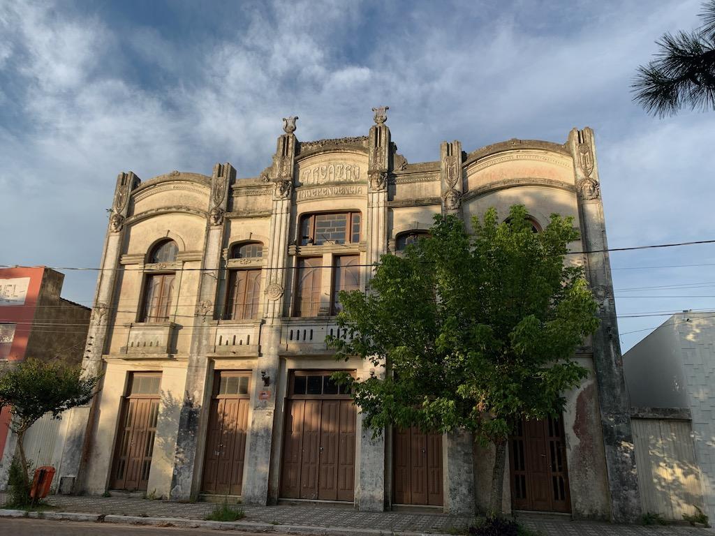 Teatro Independência, no centro histórico de Santa Vitória do Palmar