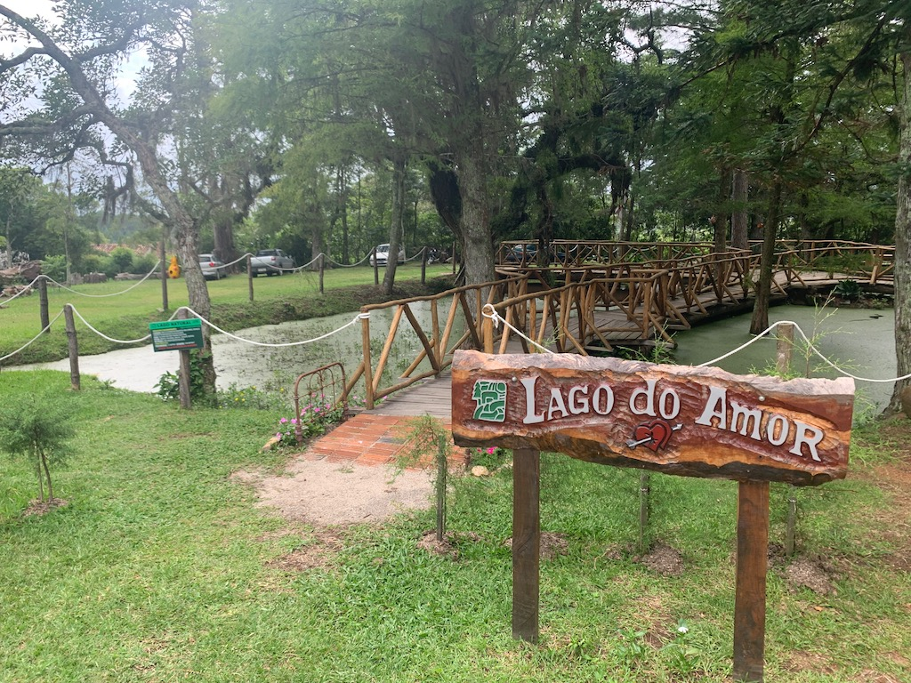 lago do amor, laguinho natural que fica no Parque Stone Land