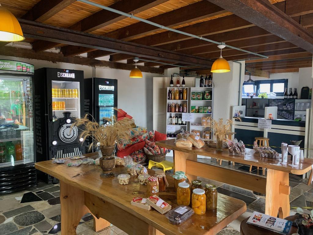 lojinha de produtos coloniais, sucos e cafés